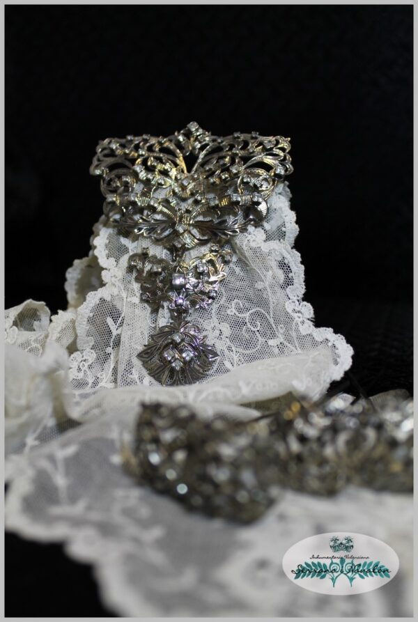 Aderezo Mariposa Plata noble Envejecida y Cristal mate .Art Antic A180970046001